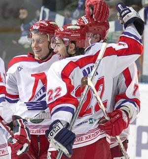 """Хоккеисты """"Локомотива"""" получили заслуженную бронзу."""