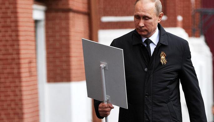 В 5-й раз: Путин шел рядом сЛановым вколонне «Бессмертного полка»