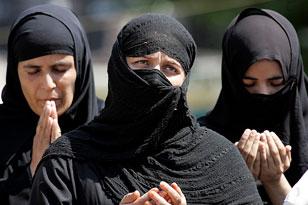 Что делюют с мусульманф кими женщинами в тесном кругу