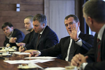 Medvedev meets opposition leaders, offers no serious steps 