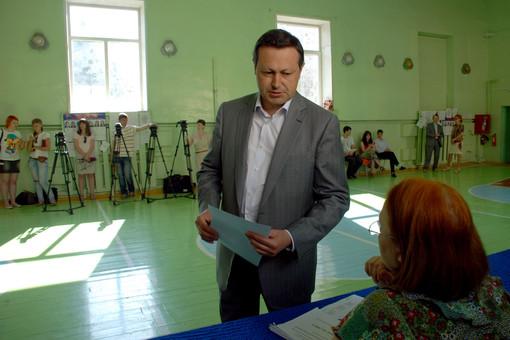 Эдхам Акбулатов, как и его коллеги в других городах, возглавил списки «Единой России»