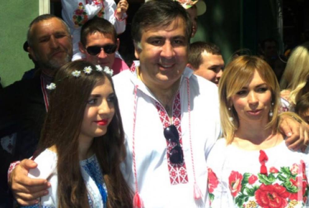 Саакашвили ест галстук 1 фотография