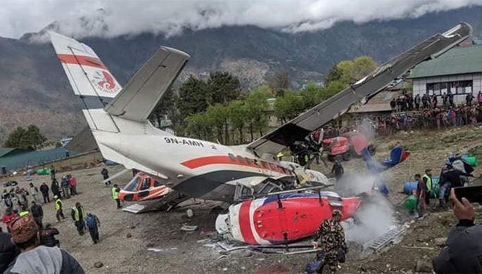 Самолет при взлете столкнулся свертолетом вНепале: видео моментаЧП
