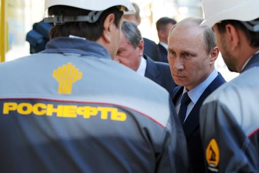 Путин во время посещения Туапсинского НПЗ «Роснефти» в 2013 году