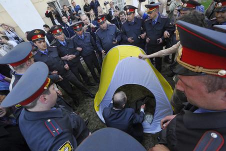 Голодающие оппозиционеры в Астрахани не добились уступок властей, но готовы перейти на соки