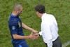 Лоран Блан и Карим Бензема в матче против сборной Украины