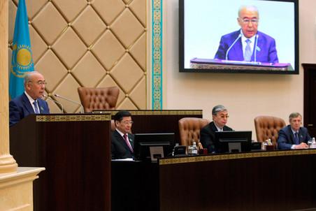 В Казахстане избирают парламент по новому закону, партия Назарбаева сохранит абсолютное большинство