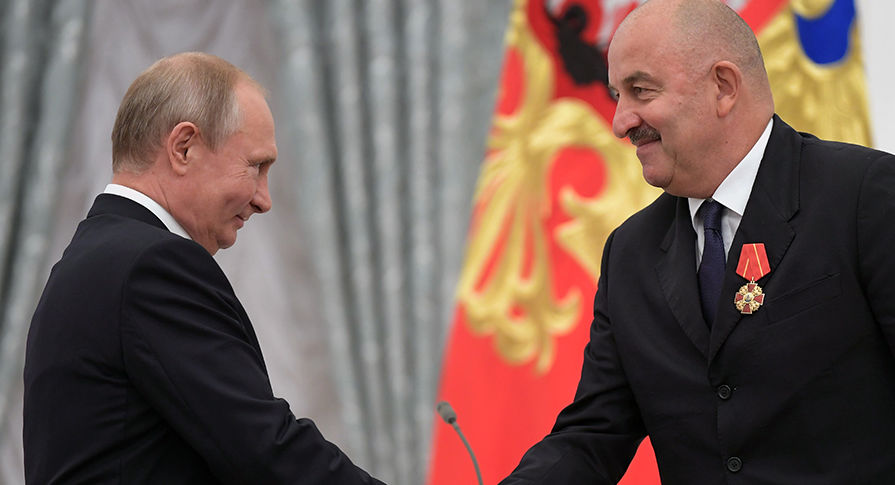 Путин вКремле наградил орденами Черчесова, Акинфеева иИгнашевича
