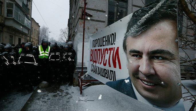 Сторонники Саакашвили попытались взять штурмом сооружение суда вКиеве