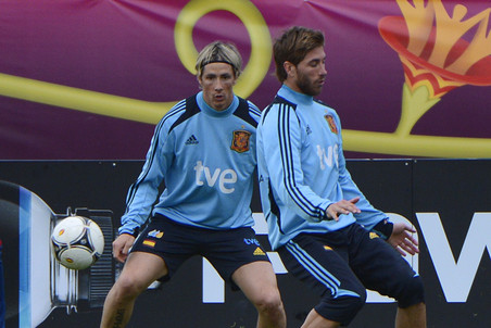 Испанские футболисты готовятся к матчу с Францией