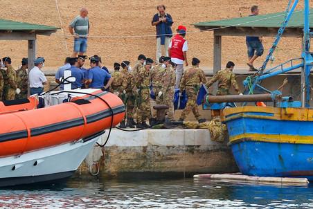 3 октября у берегов итальянского острова Лампедуза затонула лодка с 500 беженцами на борту
