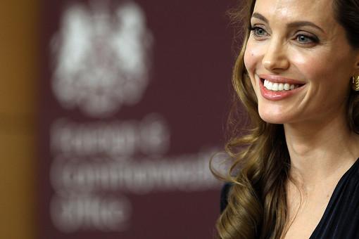 Вслед за мастэктомией Анджелина Джоли собирается сделать еще одну профилактическую операцию