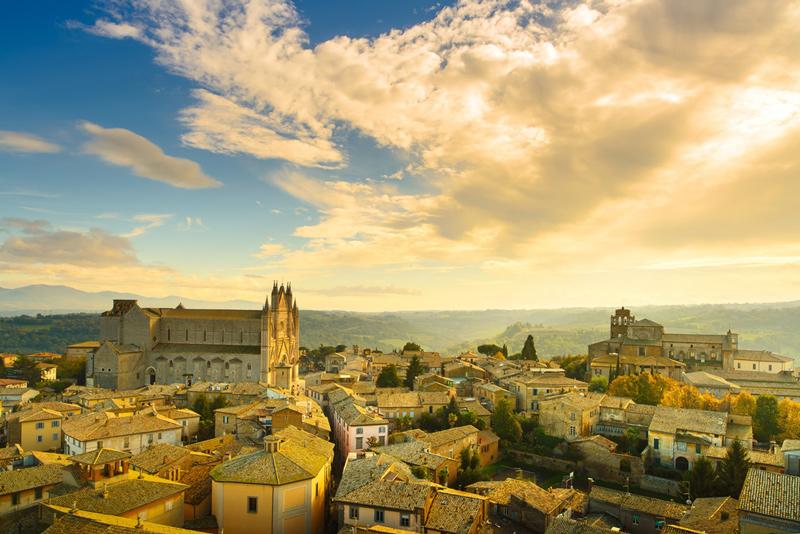 Вид Орвието и кафедрального собора