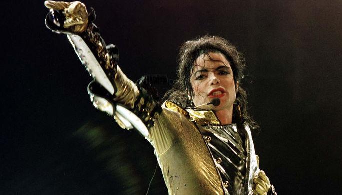 Майкла Джексона обвинили вмногократных изнасилованиях ипедофилии