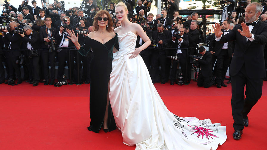 Белла Хадид повторила собственный фирменный «голый» прием наКаннском кинофестивале