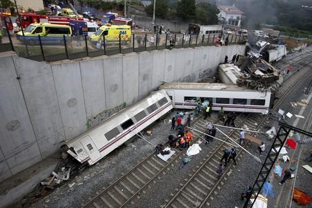 24 июля рядом с городом Сантьяго-де-Компостелой в Испании сошел с рельсов междугородный экспресс Мадрид — Ферроль. В результате катастрофы погибло 77 человек, больше 120 получили ранения
