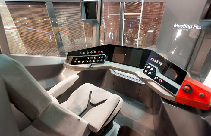 В Москве представили «космический» трамвай (8 фото)
