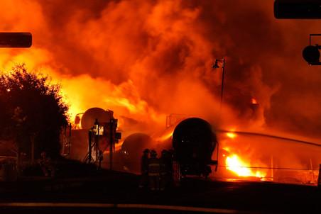 6 июля в городе Лак-Мегантик в Канаде сошел с рельсов поезд, перевозивший нефть. Число подтвержденных жертв катастрофы составило 47 человек