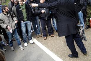 Московские власти хотят загнать митингующих в Лужники