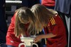 Наибольший интерес трофей чемпионата Европы вызвал интерес у инфантов Софии и Ленор, которые в...
