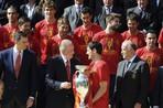 На улицах Мадрида сборную Испании встретили десятки тысяч человек