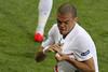 Пепе долго целовал и гладил герб Федерации футбола Португалии на своей футболке