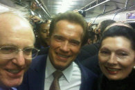 Шварценеггер гуляет в московском метро и переписывается с Медведевым через Twitter