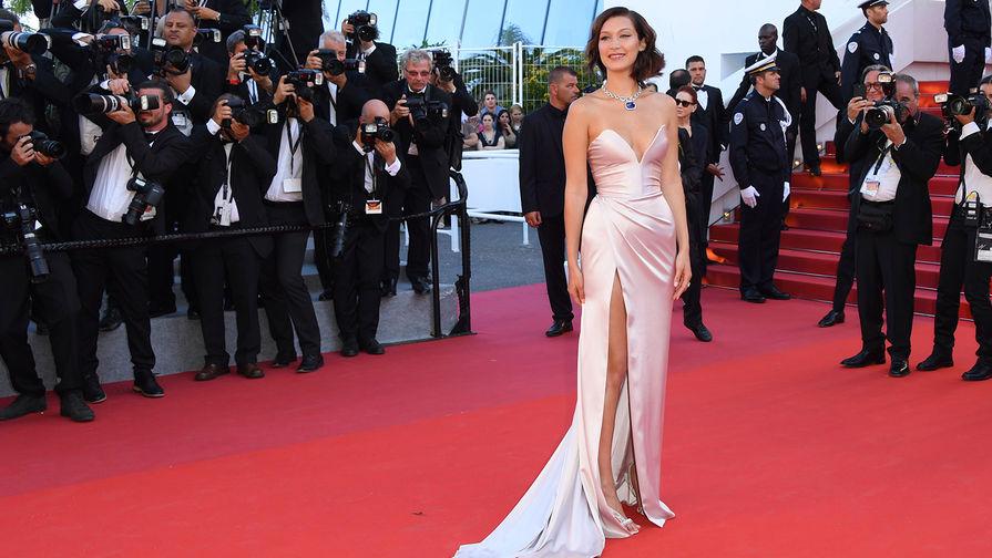 Модель Белла Хадид появилась накрасной дорожке Каннского кинофестиваля воткровенном платье