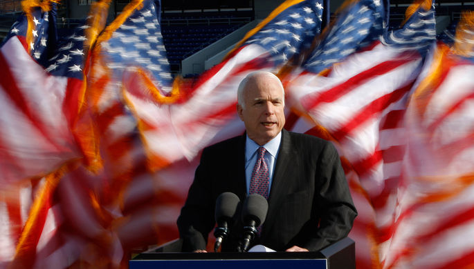 Маккейн ополчился наТрампа запоздравление Владимира Путина спобедой навыборах