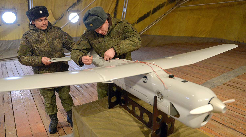 Беспилотный летательный аппарат (БПЛА) «Орлан-10» на полигоне в Московской области