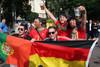 Немецкие и португальские отдыхают вместе, несмотря на то, что в субботу их командам предстоит...