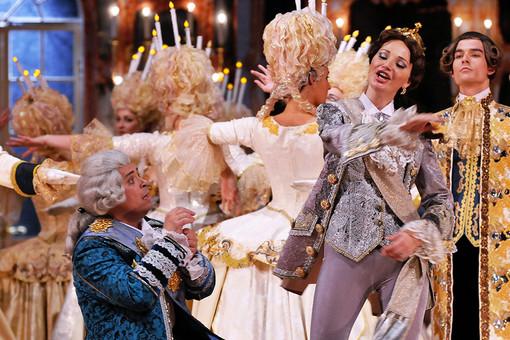 Солисты театра «Геликон-Опера» Николай Дорожкин (граф Григорий Орлов) и Мария Максакова (княгиня Екатерина) в сцене из оперы «Царица»