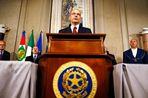 Председатель Европейского Совета Херман ван Ромпей приветствовал приведение к присяге нового...
