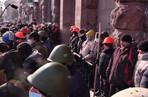 Украинские оппозиционеры подрались из-за захваченного здания
