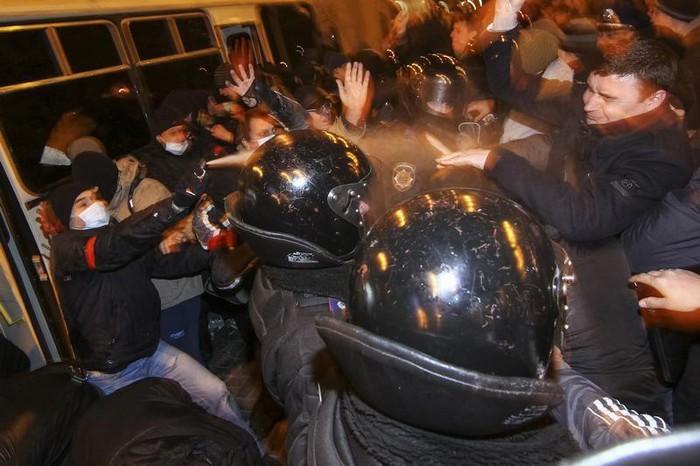Донецк. 13 марта 2014. Разгон митинга за единство Украины