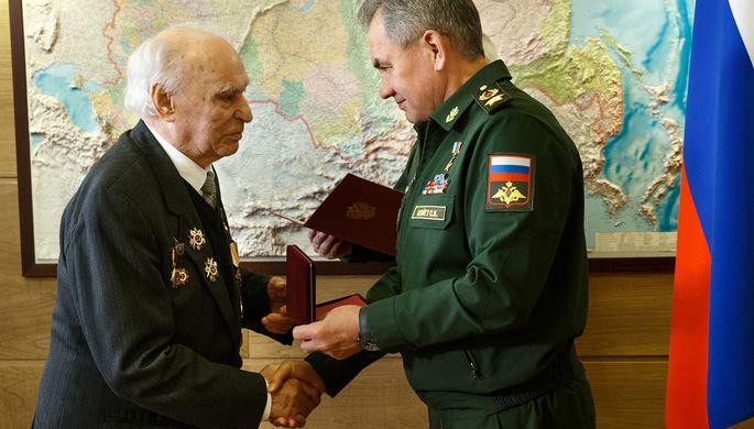Шойгу вручил ветерану ВОВ забытую 72 года назад награду
