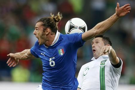 Федерико Бальцаретти в борьбе за мяч