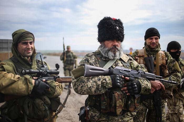 Боевик Александр Можаев (Бабай) на новом блокпосту бойцов народного ополчения Донбасса