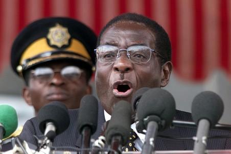 Бессменный диктатор Зимбабве, возможно, умирает в Сингапуре