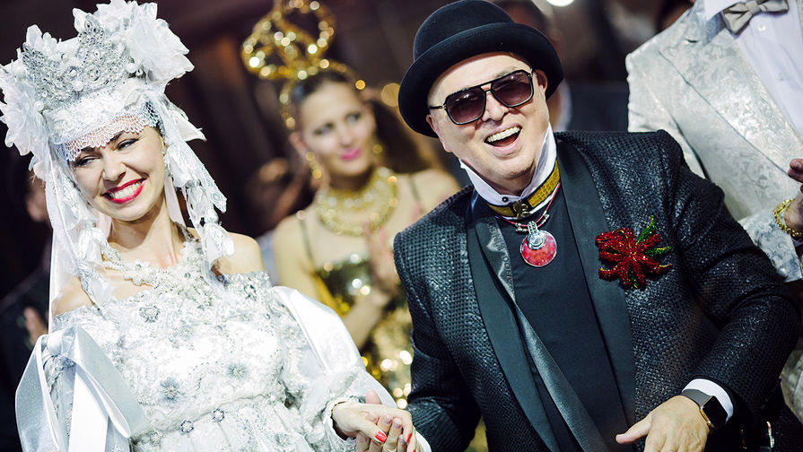 28февраля вМузее моды открылась индивидуальная выставка Вячеслава Зайцева