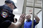 Очередное заседание суда над националистом Даниилом Константиновым закончилось приездом в суд автобуса с ОМОНом
