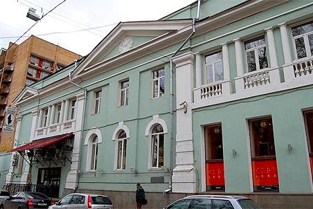 Театр имени Гоголя в Москве, где продолжается конфликт между актерской