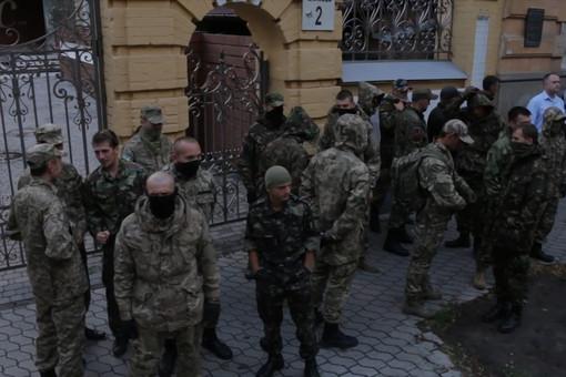 «Правый сектор» пригрозил Порошенко новой революцией