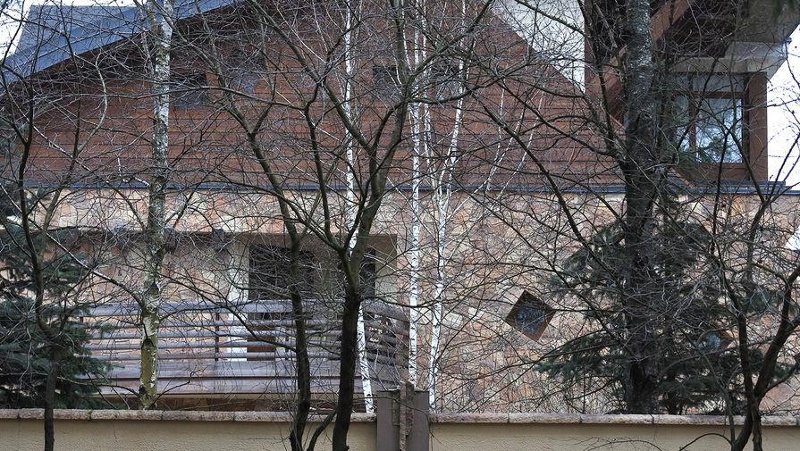 Коттеджи в Подушкино соседствуют...