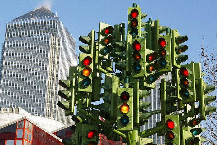 Только красный изеленый: вУкраинском государстве потребовали отменить желтый знак светофора