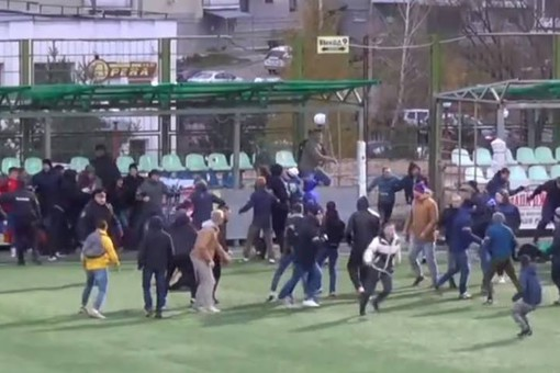 Массовая драка болельщиков произошла впроцессе футбольного матча воВладимире