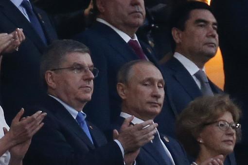 Президент России Владимир Путин и глава МОК Томас Бах на церемонии открытия первых Европейских игр в Баку