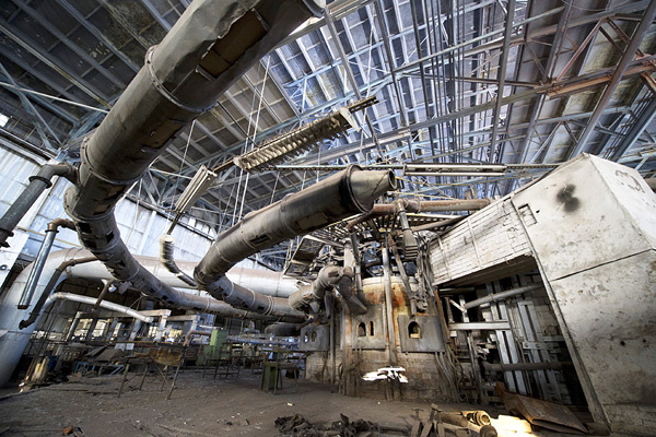 Цех завода, производство на котором остановлено. Фотография: РИА «Новости»
