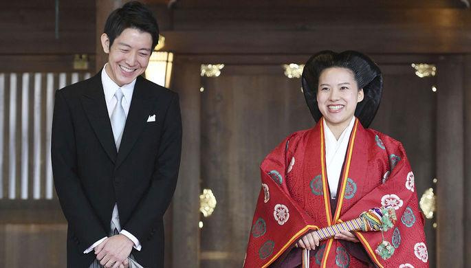 Японская принцесса отказалась оттитула ивышла замуж