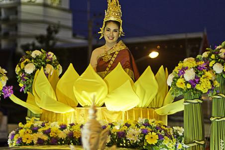 Как празднуют Лои Кратонг в Таиланде